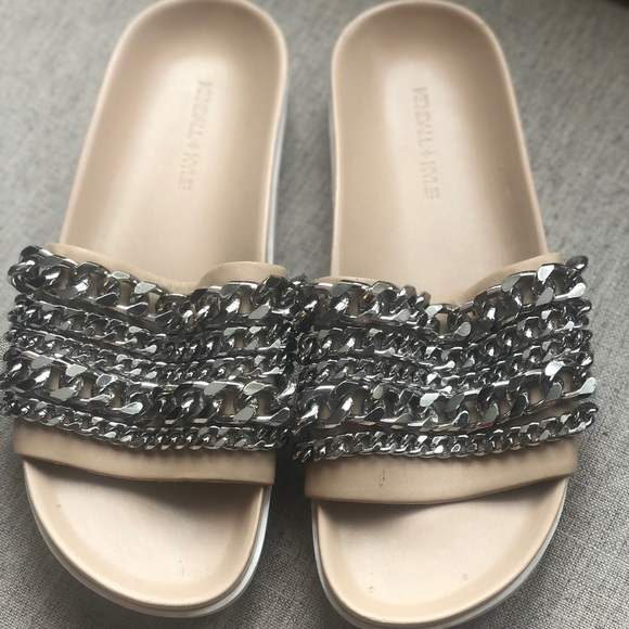 Kendall And Kylie Shiloh Chain Link Platform